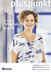 """Cover pluspunkt 4/2019 zum Thema """"Schulsozialarbeit - Potenziale fördern"""" zeigt das Portrait von Katrin Steinberger. Sie ist Koordinatorin für Schulsozialarbeit an der Hamburger Stadtteilschule am Hafen."""