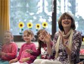 """Vertrauen aufbauen: Gemeinsam singen die Kinder das Lied """"Wer hat den Keks aus der Dose geklaut?""""."""