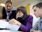 Als Deutschlehrerin ist Jutta Wahl für die Schülerinnen und Schüler auch eine Lernbegleiterin. Fotos: Dominik Buschardt