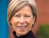 Portrait von Christiane Bondeau-Mougey. Sie engagiert sich im Schulprogramm des Senior Experten Service (SES).